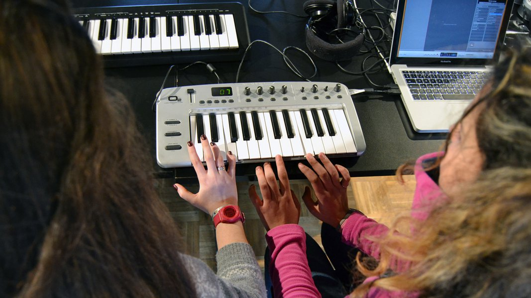 Primeiros Bits 2 0: online music | Calendar | Braga Media Arts